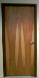 "This door demonstrates a ""Sliced Natural"" cut."